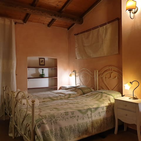 Elegant ánd cosey Sardinian room, Santu Lussurgiu