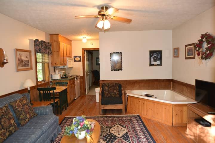 Cabin #4 - Royal Oaks Retreat