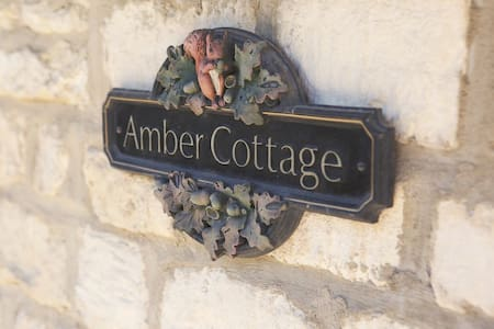 Amber Cottage, converted stables in the Cotswolds - Witcombe