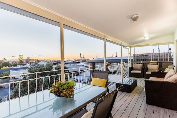 STIRLING BOUTIQUE PENTHOUSE APARTMENT