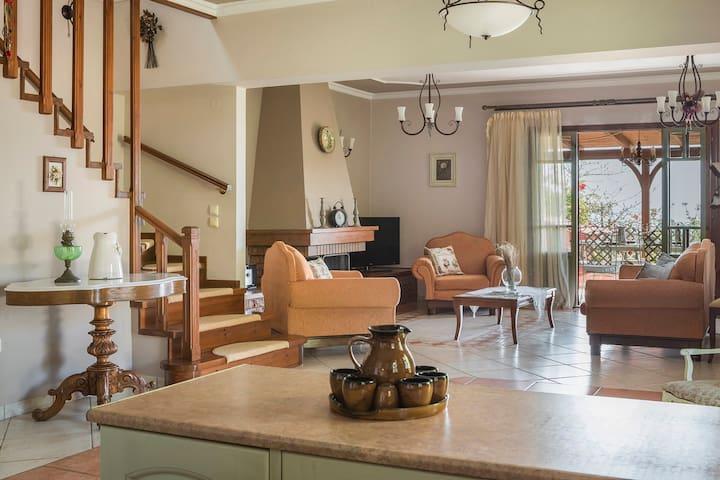 Best Kefalonia villas: 3 bedroom villa -  charming traditional Greek house. Spacious living room