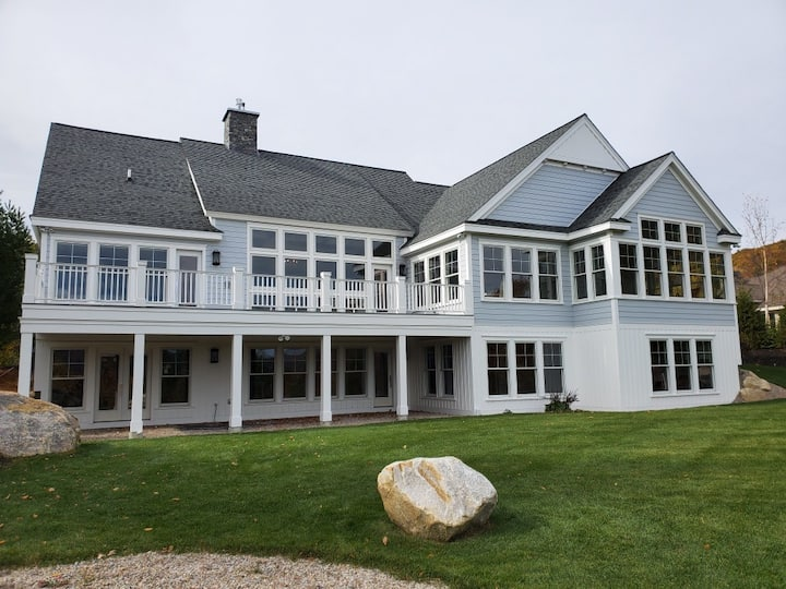 Gorgeous Lakefront Retreat: Sparkling Clean