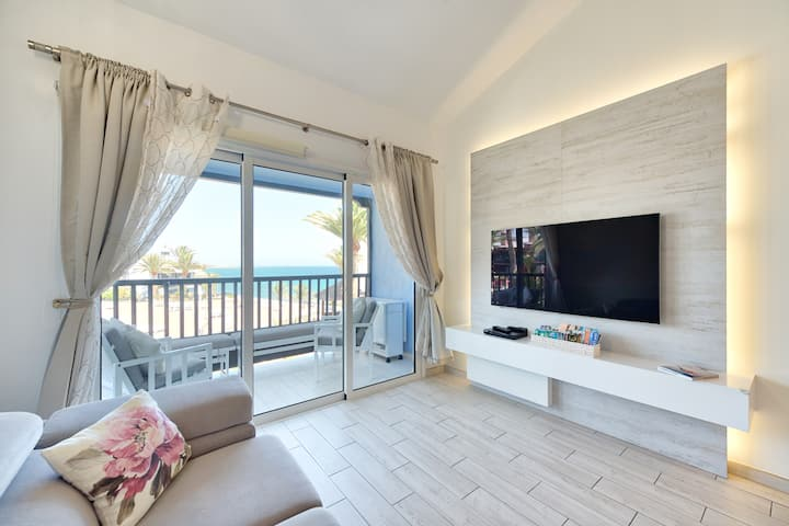 Extra luxury beachfront apartment with  2 bedrooms