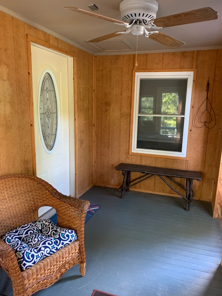 'Evangeline Cottage' near Lake Catherine!
