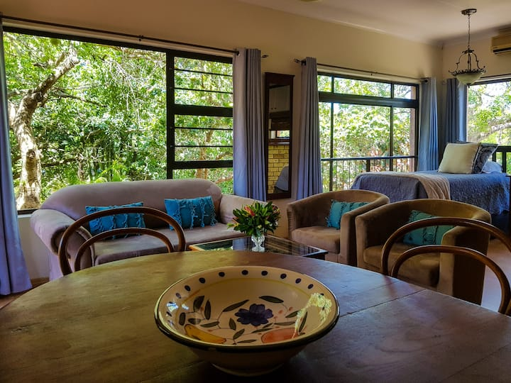 Santa Lucia Guesthouse - the real Africa is here