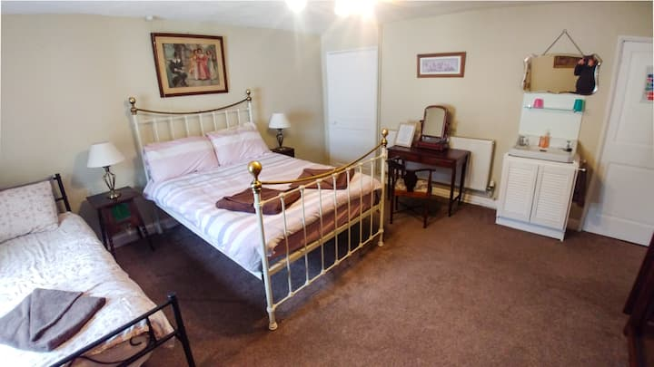 Family room in grade ii listed Bed and Breakfast