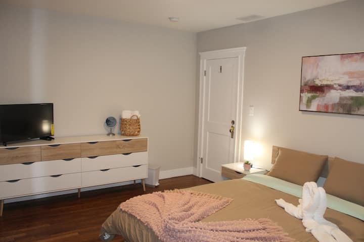 ☆ A Luminous Gem - Free Parking - Near Boston ☆