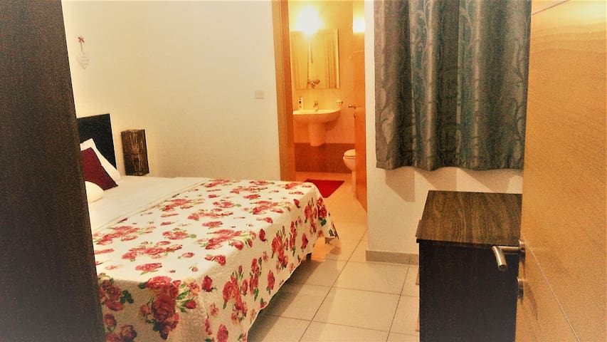 Ensuite Double room 5 mins from the sea, WIFI - San Pawl il-Baħar - Apartmen