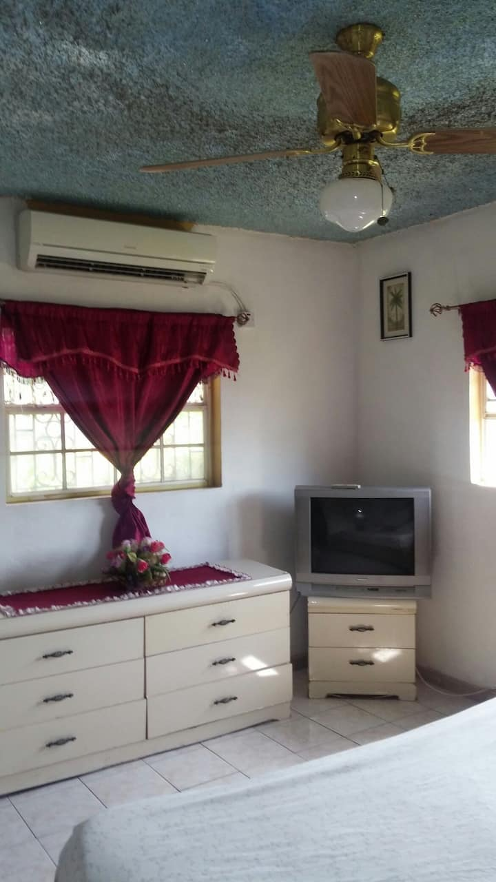 One plus GuestHouse kingsize bedroom no ac special