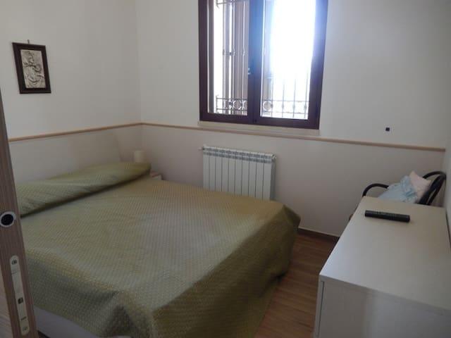 Camera letto padronale con bagno e doccia idromassaggio