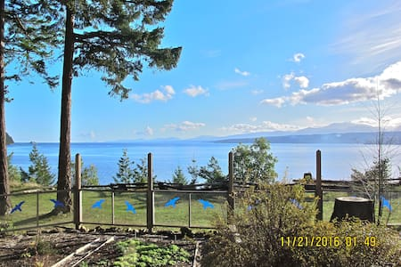 Oceanfront Cottage with Views and Beach - Denman Island