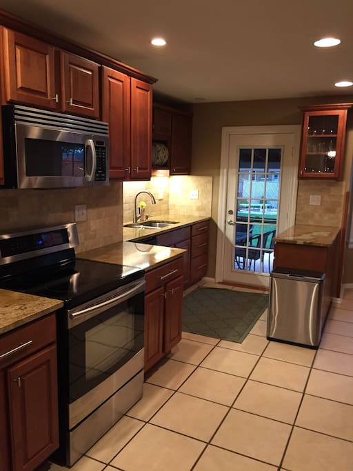 Spacious gourmet kitchen with completely stocked pantry and spices. It also includes KitchenAid stand mixer, rice cooker/steamer and high end 3 ply cookware. Just bring your imagination and talents to make a wonderful meal.