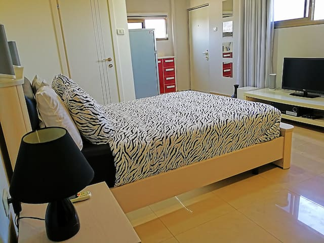 Studio-Private Room,Private Kitchen & pr.Bathroom - Holon - House