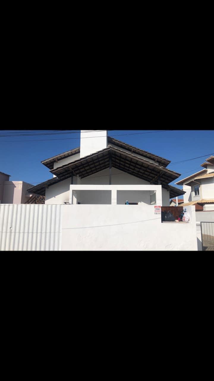 Casa na melhor rua do bairro, perto de 4 praias
