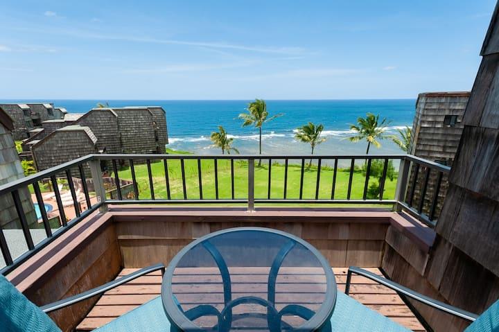 Quiet, OCEAN FRONT, top floor privacy with pool!
