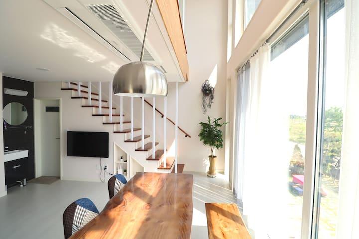 아름다운 노을과  함께 365일 바베큐파티 가능한집[바닷가인근/자체방역/복층40평]#202
