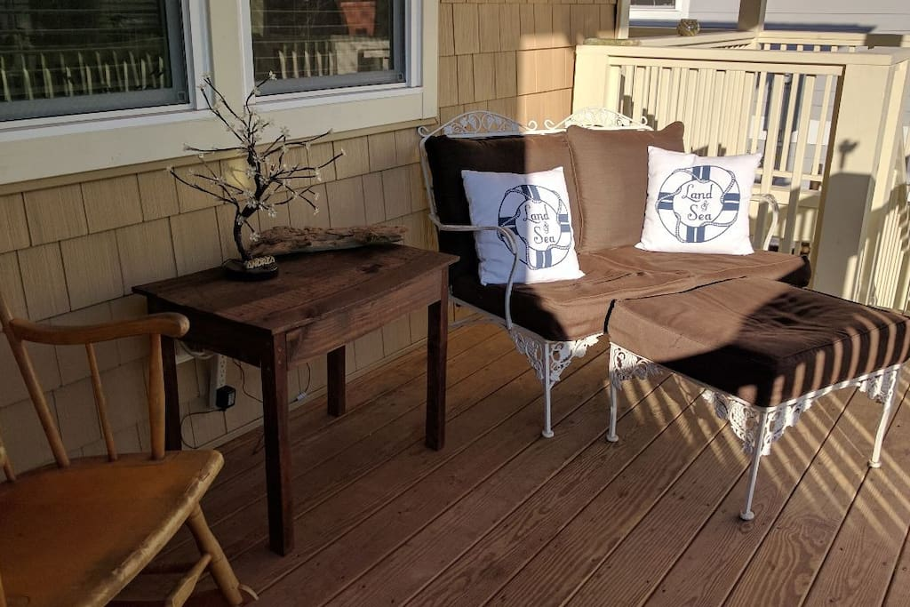 Enjoy the SeaBreeze on the front porch .