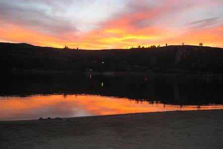 RV CAMPING at CASTAIC LAKE - Castaic - Husbil/husvagn