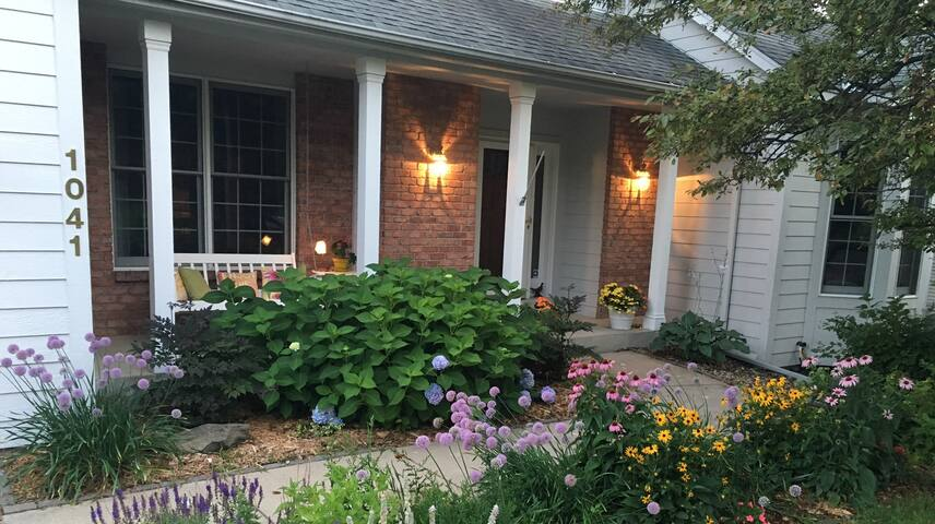 Welcoming home in fun area. Close to Ryder Cup! - Chanhassen - Huis