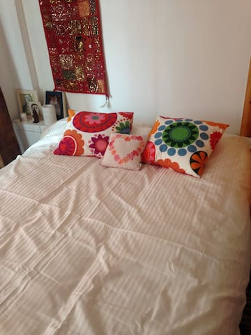 Cosy Double room 5 mins from centre