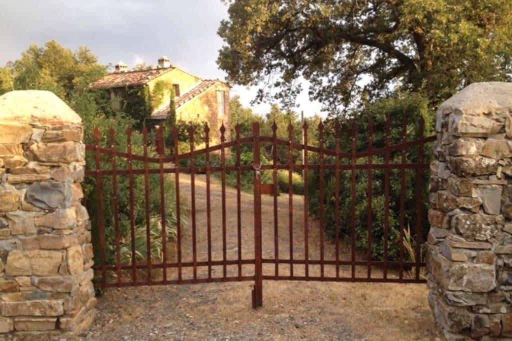 Il cancello sulla strada