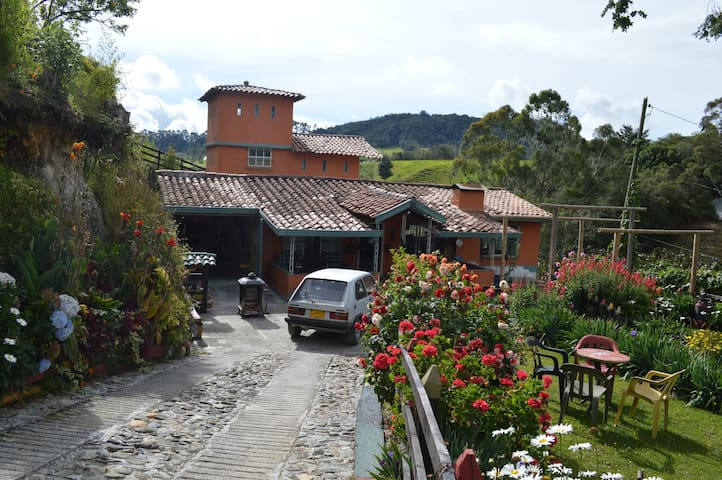 Beautiful Rural Home--San Pedro De Los Milagros - Medellín - House