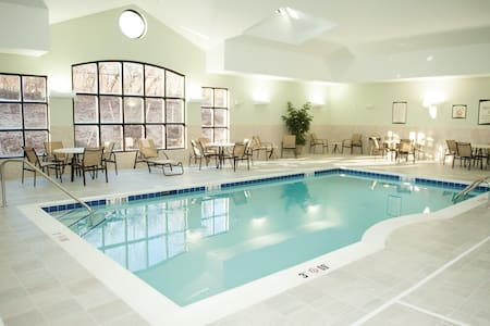 Air-Conditioned Suite with Free Daily Breakfast | 24h Gym Access, Pool + Shared Hot Tub