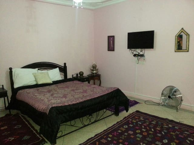 Room with double bed & single bed  - Tamraght - Bed & Breakfast