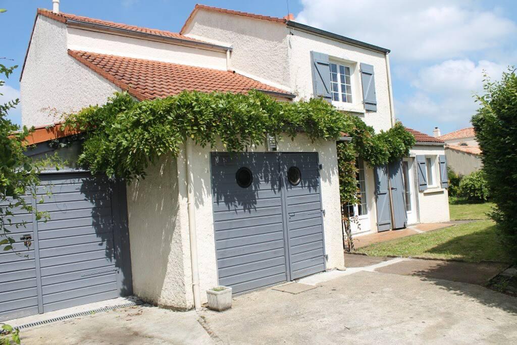 maison 15 mn nantes 30mn plages maisons louer bouguenais pays de la loire france. Black Bedroom Furniture Sets. Home Design Ideas