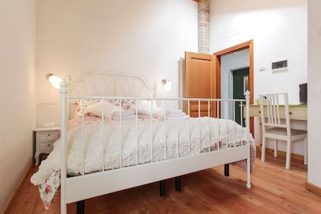 BEAUTIFUL ROOM IN COUNTRY HOUSE - vascon di carbonera