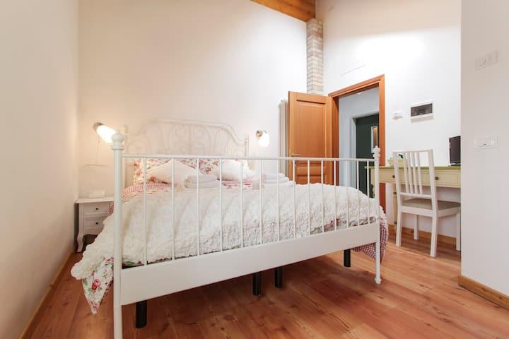 EL RUSTEGOT - BEAUTIFUL ROOM IN COUNTRY HOUSE