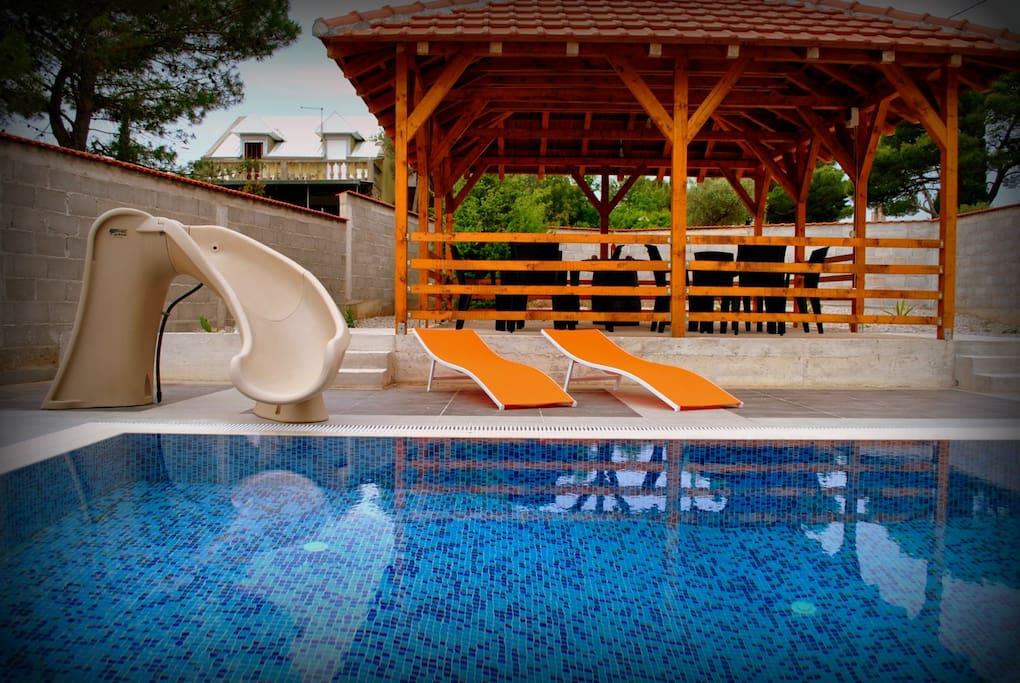 Беседка и бассейн.Gazebo and pool.