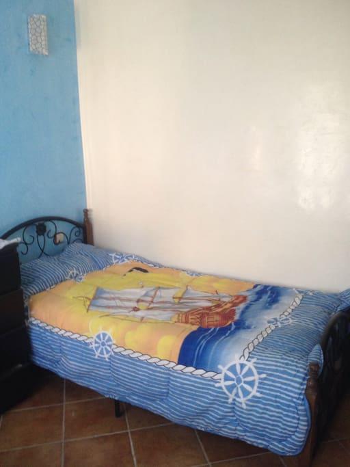 Chambre pour enfants avec deux lits