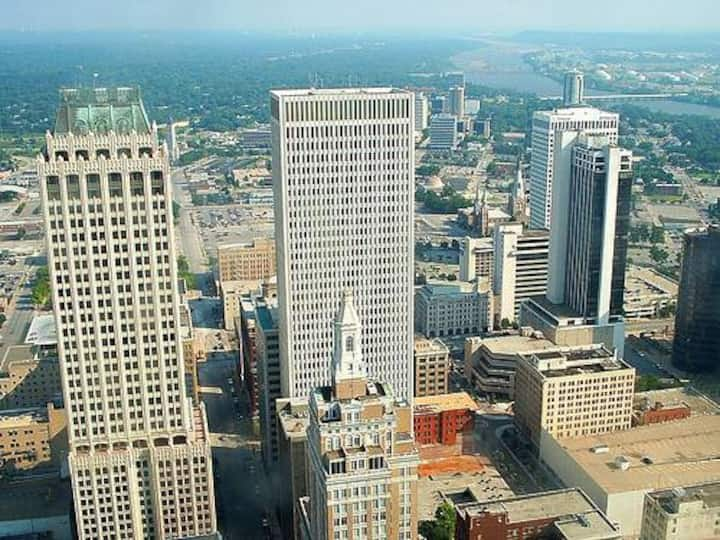 Downtown Tulsa Condo near Airports ALL BILLS PAID