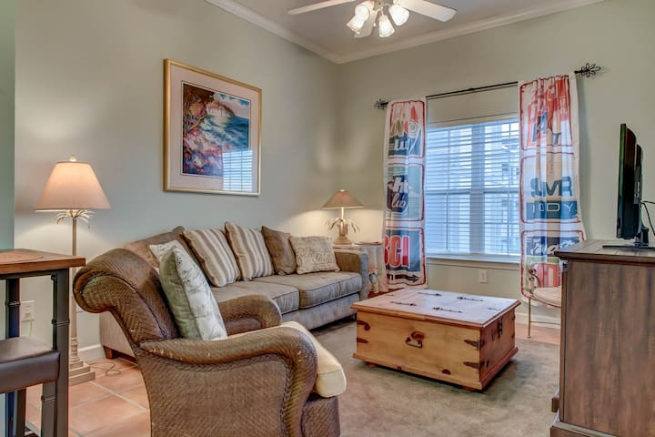 Budget friendly condo with shared pools & beach access