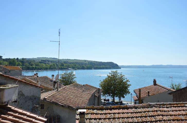 Kleines Haus mit Panoramablick - Anguillara Sabazia - Huis