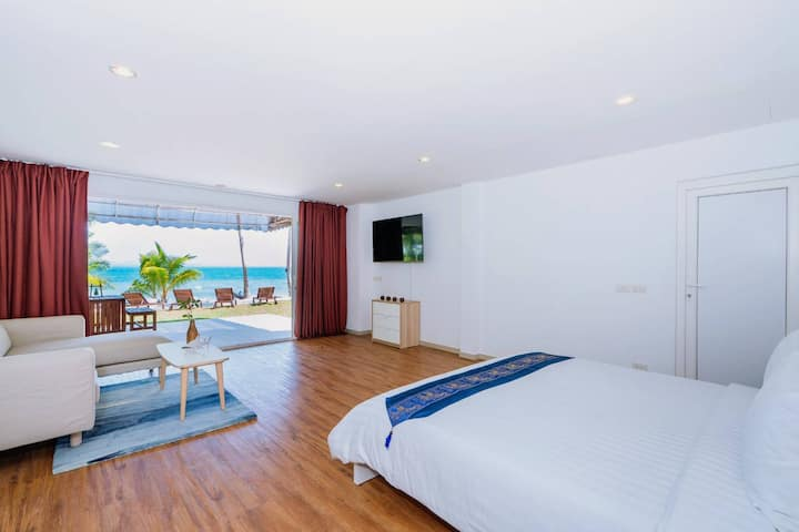 Coral Cove Beachfront Suite - Hotel Managed