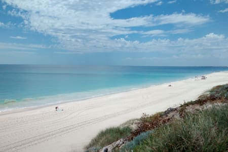 Close train/bus, shopping center, Ocean, beaches. - Warwick/Perth