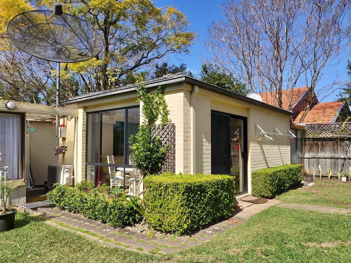 10 Mins walk to Chatswood! Self-contained Home