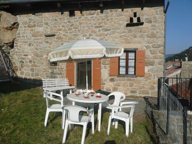 Maison indiv en Ardèche vue superbe - Chanéac - House