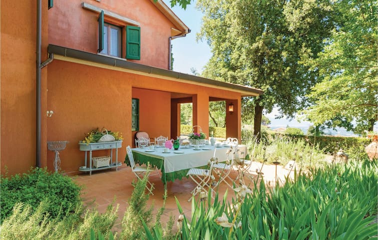 Holiday cottage with 5 bedrooms on 240 m² in Casciana Terme