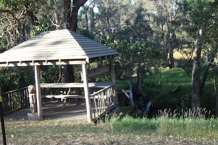 Cabin on bank of Blackwood River - Nannup