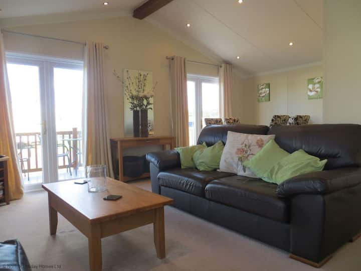 Jolie - lovely lodge for couples or family