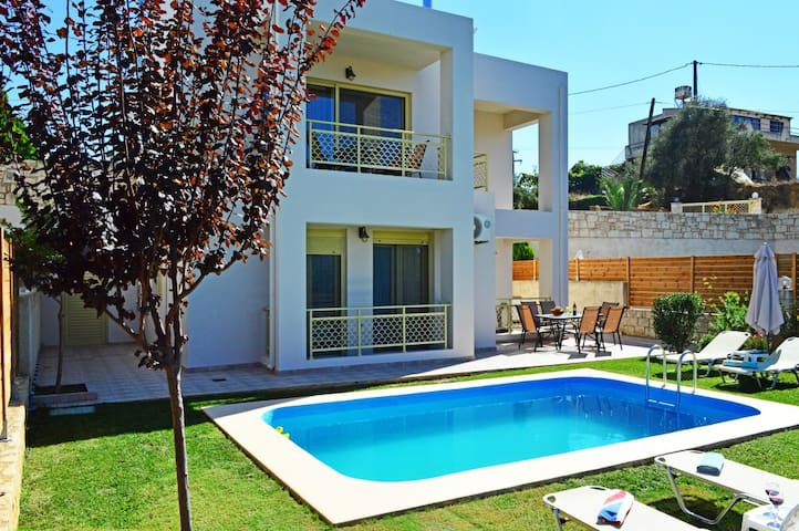 Villa Marileta private pool&seaview,3bedrooms,BBQ - tavronitis
