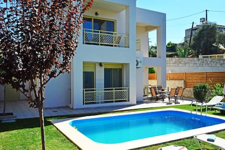 Villa Marileta private pool&seaview,3bedrooms,BBQ - tavronitis - Casa de campo