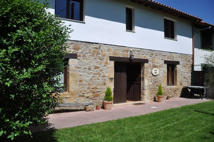 COUNTRY HOUSE IN OLD FARMING ESTATE - Güemes - Dom