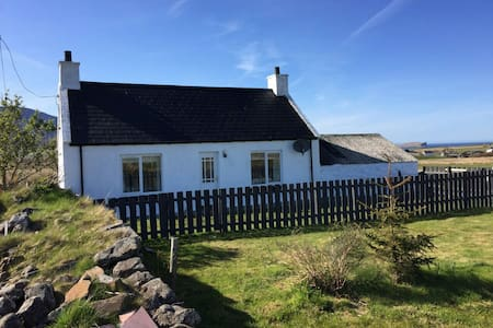 """The Croft"" Self Catering Cottage - Staffin - Huis"