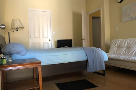 Newest,sunny,room with separate entrance & balcony