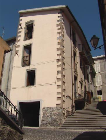 casa in pietra nel centro storico - Santu Lussurgiu