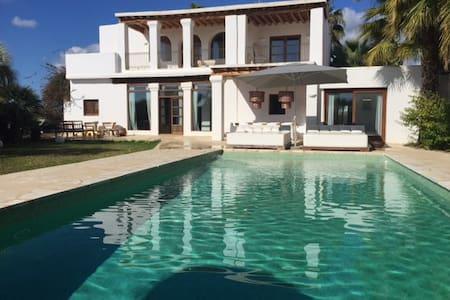 Lovely Decorated House Ibiza - イビサ - 別荘